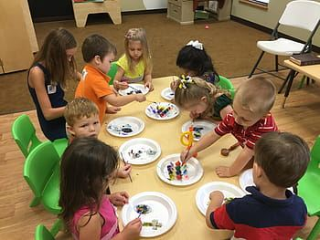Preschoolers doing crafts